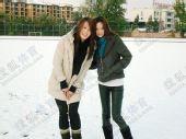 图文:中国橄榄球第一美女管奇仕 雪中两位天仙