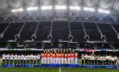 图文:橄榄球中国女队夺冠 前三名在颁奖仪式上