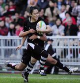 图文:橄榄球中国女队夺冠 中国队员试图突破