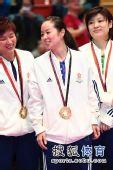 图文:乒乓球女团颁奖现场 帖雅娜心情不错