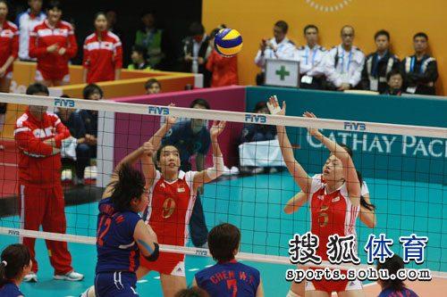 图文:中国女排3-0中华台北 中国女排拦网瞬间