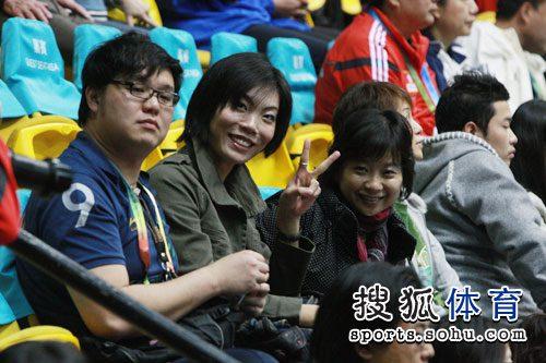 图文:中国女排3-0中华台北 张萍现身看台
