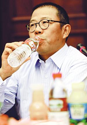 农夫山泉董事长不认可复检结果。
