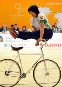 图文:女子室内自行车花式赛 澳门关淑梅夺冠