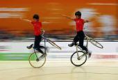 图文:东亚运自行车花式赛 香港选手同步表演