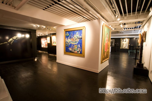 Opera Gallery香港分店内陈列世界各地名家画作