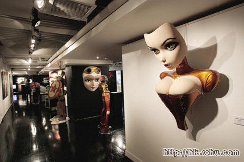 Opera Gallery展出日本女头饰雕塑