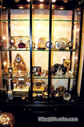 店内陈列多款珍贵的古董表
