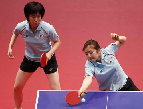 图文:乒乓球女双日本夺冠