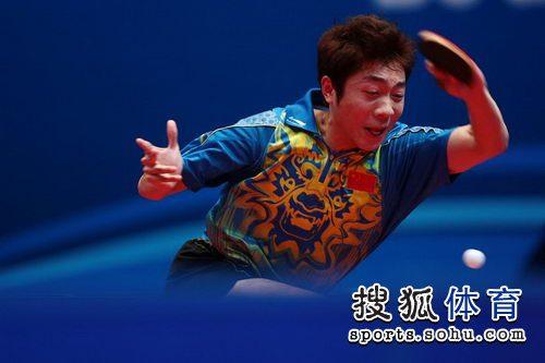 图文:东亚运动会乒球男单决赛 许昕正手拉球