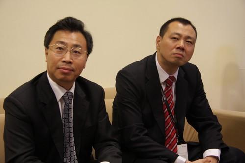 中汽国际总裁刘敬桢(左)法兰克福展览上海公司总经理曹建生