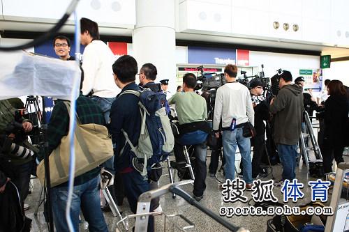 媒体记者机场守候刘翔