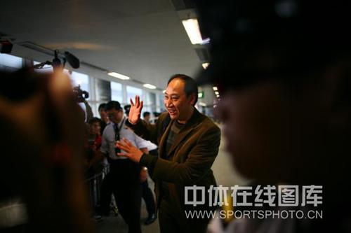 图文:刘翔抵港媒体粉丝疯狂 孙海平感谢媒体