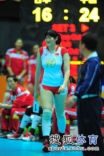 图文:东亚运中国女排夺冠 王一梅赛点登场