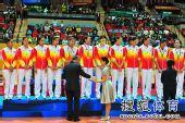 图文:东亚运中国女排夺冠 颁奖仪式进行中