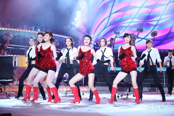 """深圳 上海/""""天使家族""""表演《椅子舞》..."""