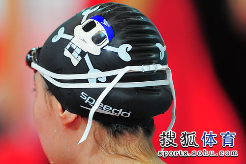 图文:女4x100混中国夺冠 于尧戴卡通骷髅泳帽