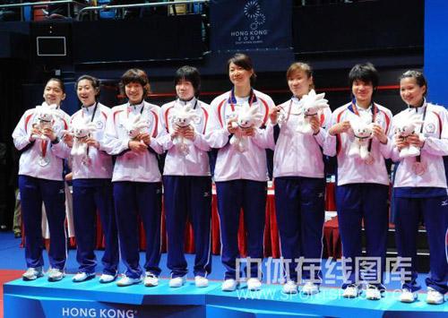 图文:国羽二队女团夺冠 中国台北队领奖