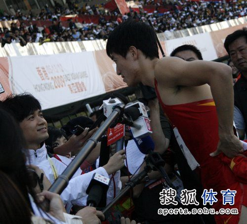 图文:刘翔引爆媒体大战 刘翔与古巨基面对面
