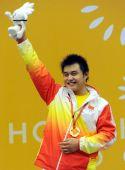 图文:举重男子105KG级杨哲夺冠 向观众致意
