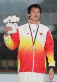 图文:齐海峰夺得男子十项全能冠军 开心笑容
