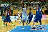 图文:东亚运动会男篮决赛 韩国12号突破