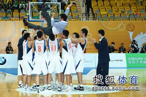 韩国队庆祝夺冠