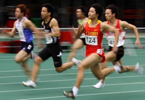 图文:东亚运田径第三日 苏炳添男子100米夺冠