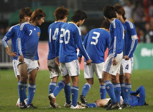 图文:中国香港5-3日本夺冠 日本球员失落退场