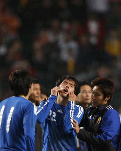 图文:中国香港5-3日本夺冠 未破门球员很沮丧