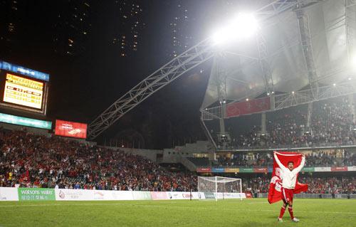 图文:中国香港5-3日本夺冠 现场观众彻底沸腾