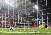 图文:中国香港5-3日本夺冠 香港球员破门庆祝