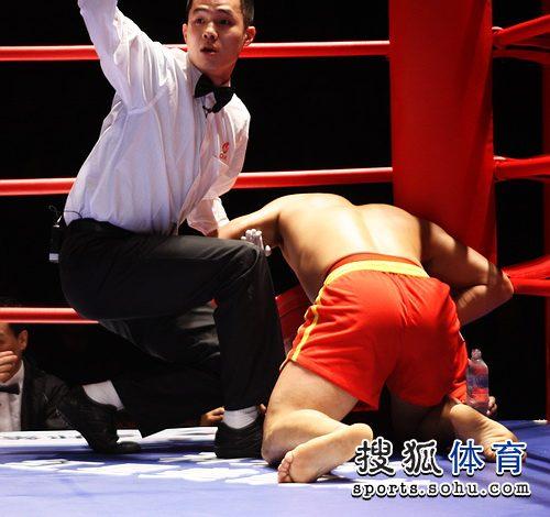 70公斤级 苏浩遭KO