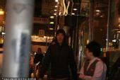 图文:刘翔流连香港名店遭围堵 飞人乘夜色而归