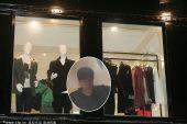 图文:刘翔流连香港名店遭围堵 飞人在耐心选购
