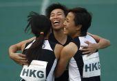 图文:女子4x100米接力决赛 香港队员庆祝摘铜