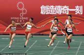 图文:女子4X100米中国队夺冠 最后一棒的交接