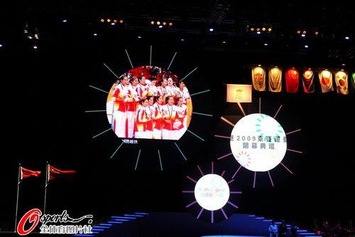 图文:直接东亚运动会闭幕式 女排夺冠一幕