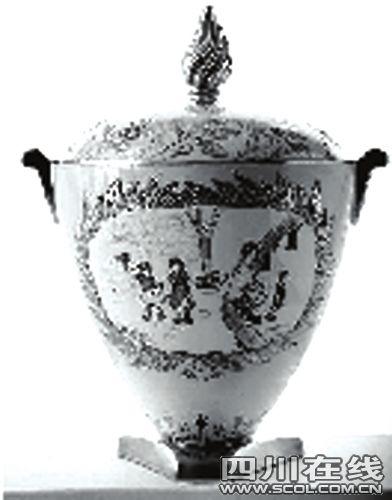 """窦靖童和李嫣携手绘制的""""胜利之瓶""""。"""