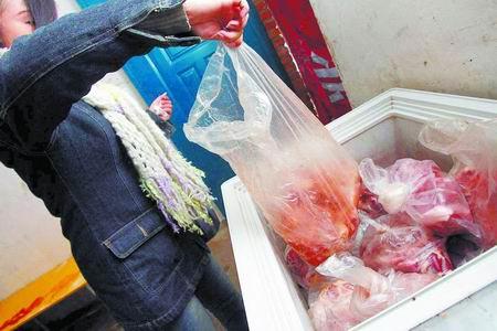 冰箱里都是经过分拣处理的过期肉