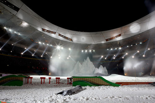 体育场被雪覆盖