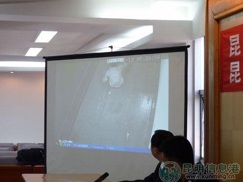 录像显示死者自缢过程 记者韩焕玉/摄