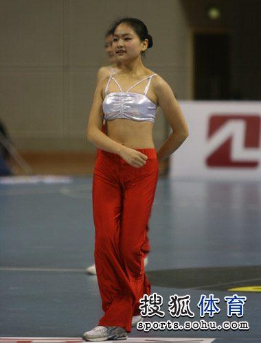 美女啦啦队员惊艳 搜狐