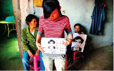 """吴川""""搭客仔""""邓亚青离奇死亡,7个月未获尸检 图为邓亚青一贫如洗的家 刘冠南 摄"""