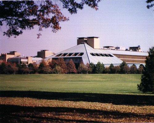 在2007年的困难时期,阿尔卡特朗讯将拥有46年历史的美国贝尔实验室大楼出售;贝尔实验室正在努力重振昔日荣耀