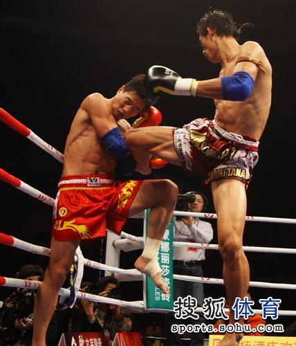 图文:张开印KO泰国皇家拳师 张开印防守