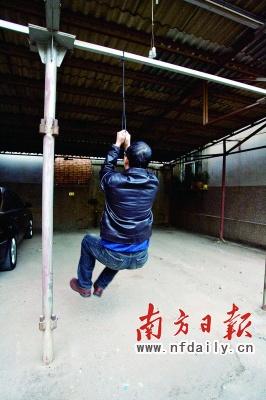 鞋带吊起70公斤大活人。
