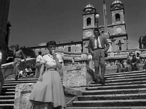 电影中赫本在西班牙广场阶梯上吃冰激凌