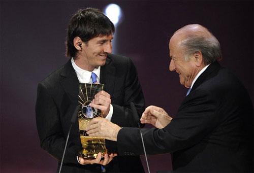 如愿捧走FIFA先生奖杯