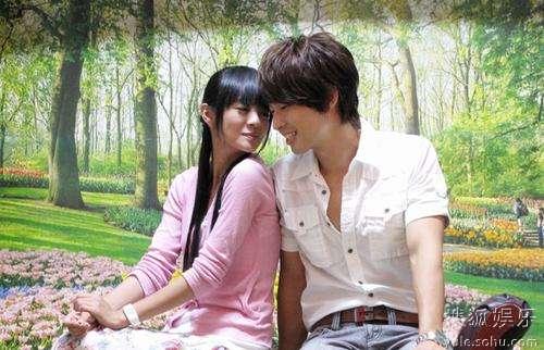 《下一站幸福》里安以轩和吴建豪的甜蜜依偎